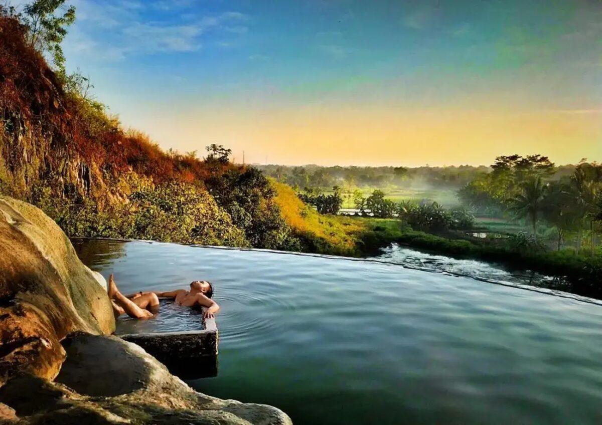 Taman Wisata Air Panas Tirta Sanita di Ciseeng